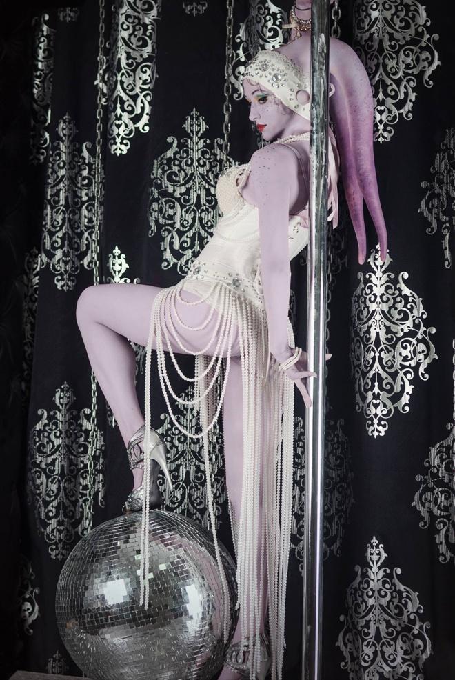 Twi'lek Dancer by Russian
